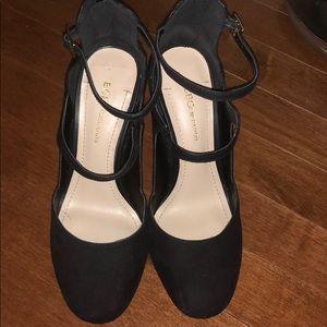 Really cute black heels !